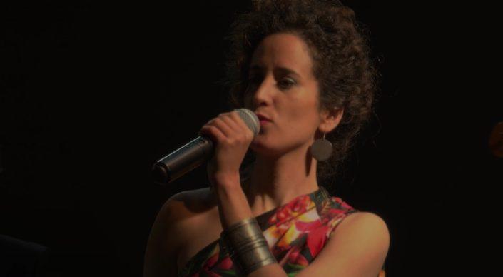 Chanteuse musique brésilienne Shades of Blue